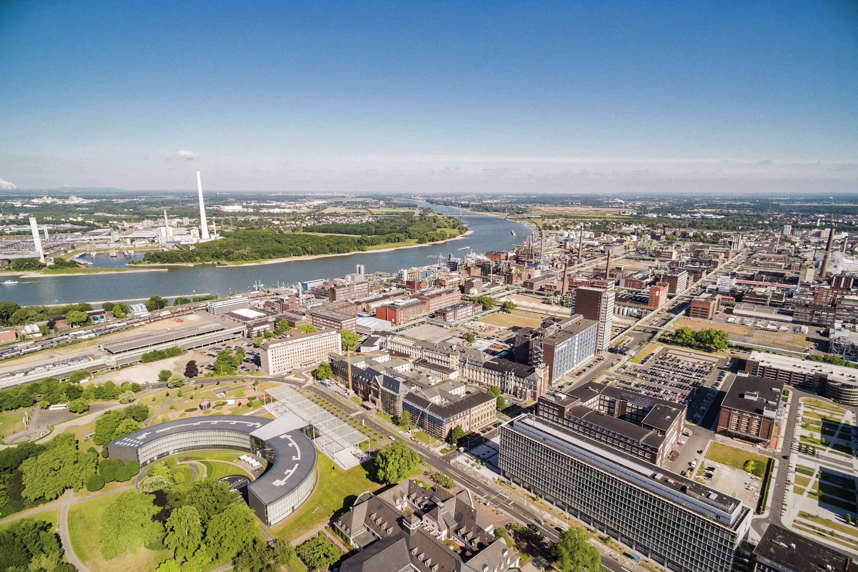 Titelbild - Titelstory - 10 Jahre Chemiepark